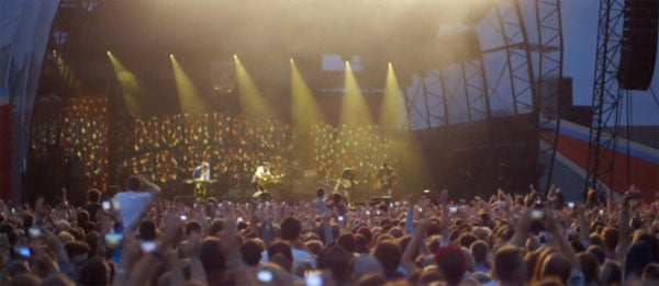 Asteroid Upstages Mumford & Sons during Outdoor Concert