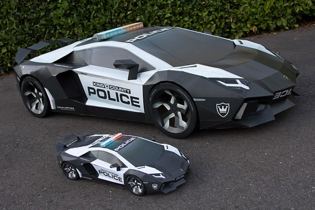 this lamborghini aventador is made from cardboard and paper technabob. Black Bedroom Furniture Sets. Home Design Ideas