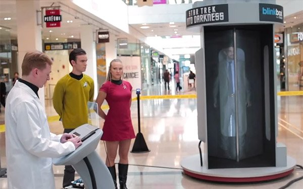 Star Trek Transporter Beams Patrons Across the Mall