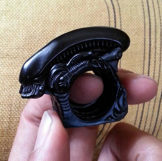 alien-xenomorph-folding-brass-knuckles-by-kilroy-attic