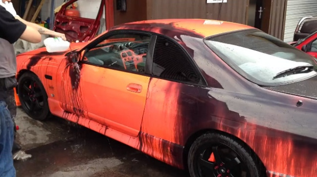 Nissan Skyline Covered with Heat-Sensitive Paint Changes Color When Wet