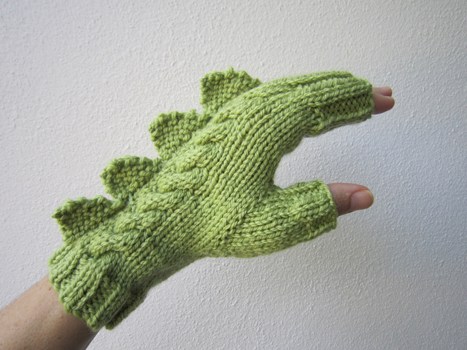 Dinosaur Mittens Knitting Pattern : Fingerless Mittens with Spiky Scales: Glove Puppet