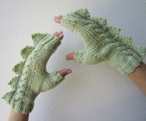 Fingerless Mittens with Spiky Scales: Glove Puppet