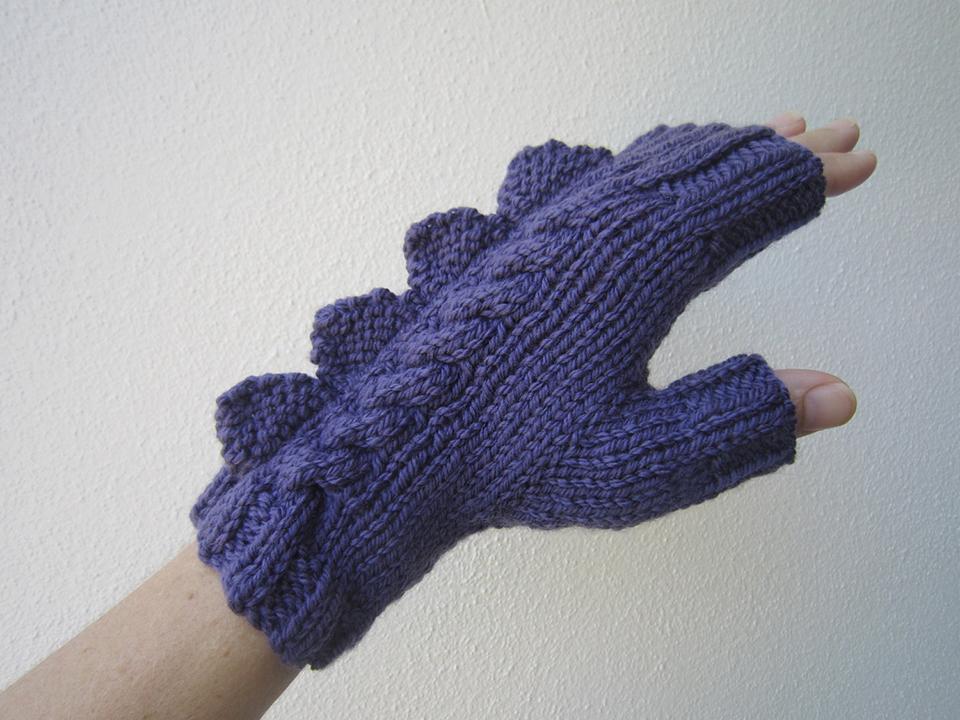 Dinosaur Gloves Knitting Pattern : dragon-dinosaur-fingerless-mittens-by-hotscones-4 - Technabob