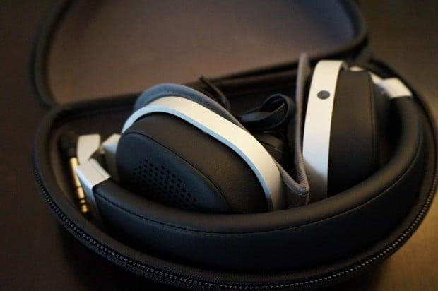 kef_m500_headphones_in_case