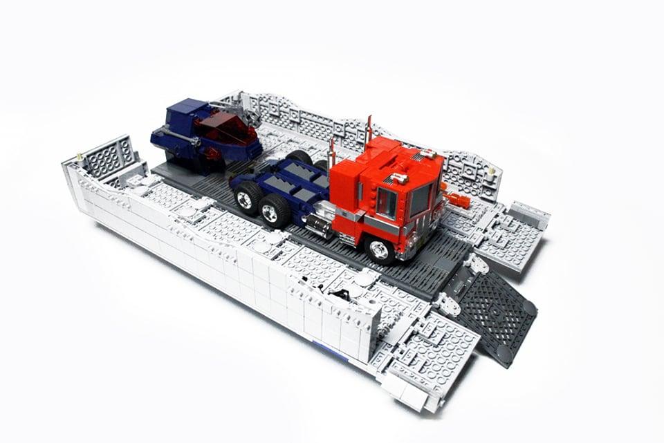 LEGO Optimus Prime: Bricks of Leadership - Technabob