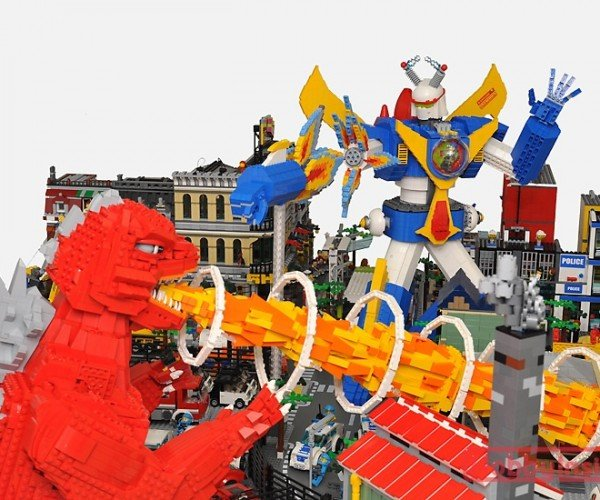 lego-monster-kaiju-mecha-robot-diorama-by-hobby-inside-10
