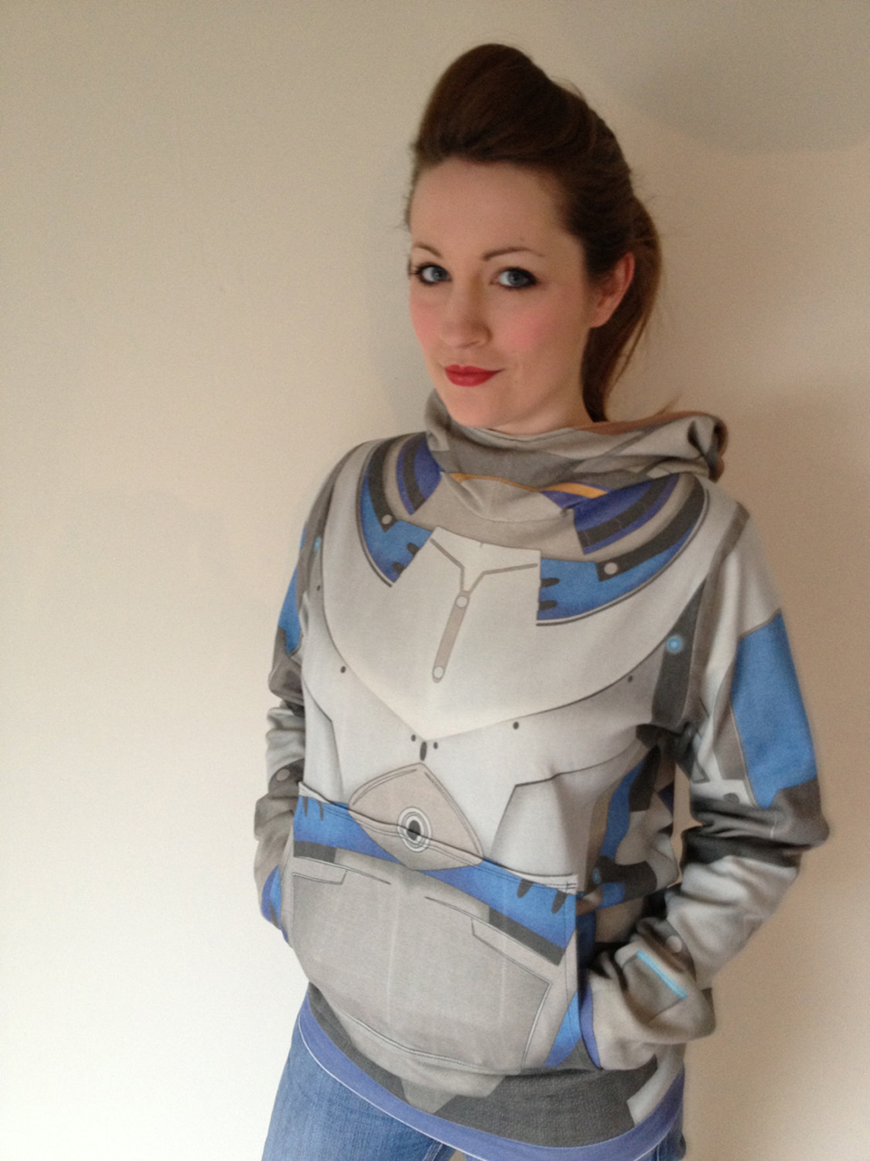 Pics of mass-effect-hoodie-reversible-by-RetropopsugarUK-4