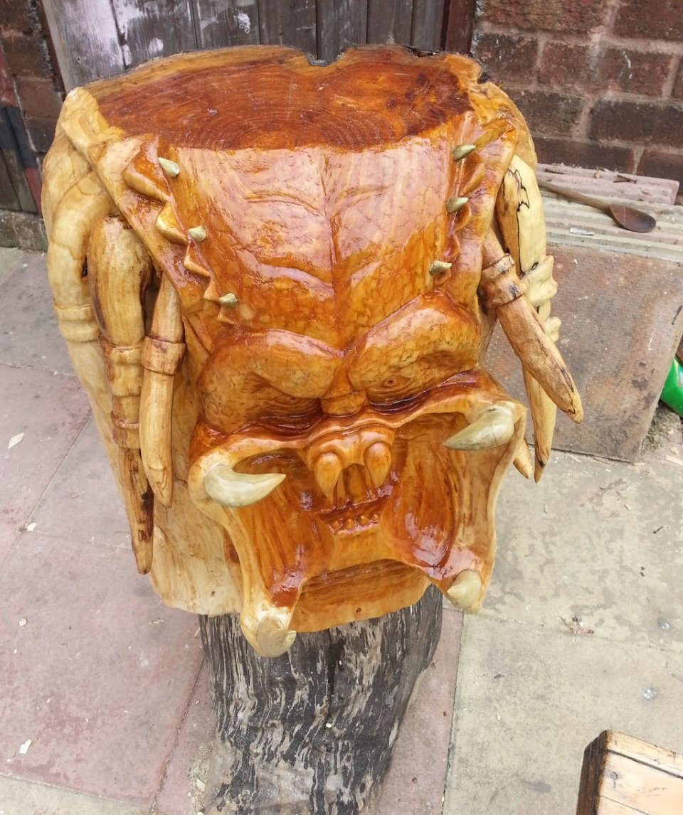 Predator carved out of a tree get to the wood choppa