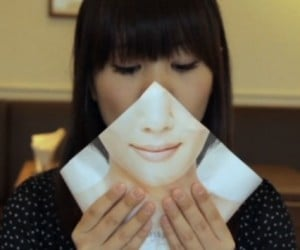 'Liberation' Wrapper Lets Japanese Women Eat Burgers While Looking Demure