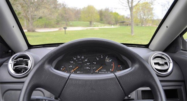 elio car interior 620x336