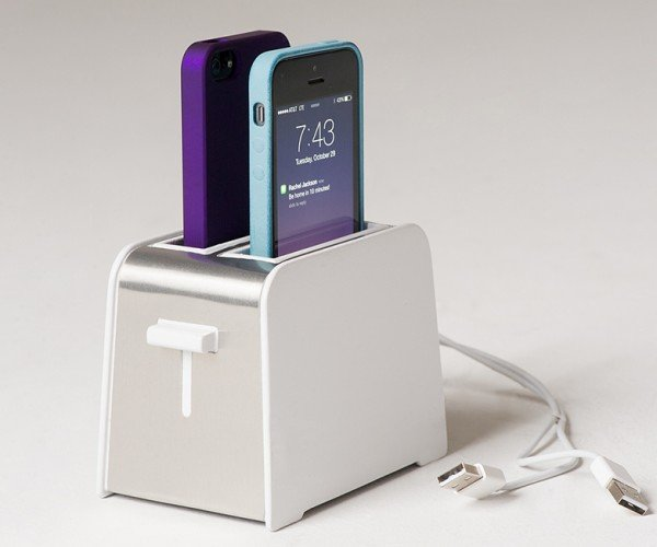 Foaster Dock Toasts iPhones with Lightning Cables