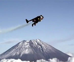 Jetman Completes Jet Pack Flight over Japan's Mount Fuji