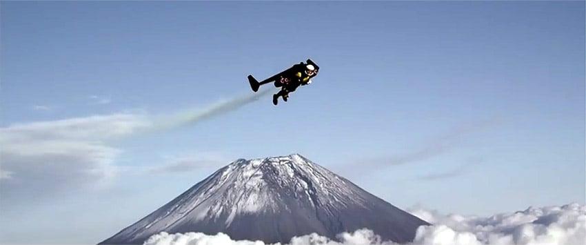 Jetman Completes Jet Pack Flight over Japan's Mount Fuji - Technabob