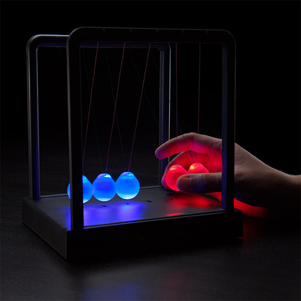 kinetic_light_newtons_cradle_2
