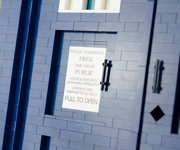 lego-tardis-doctor-who-1-3-scale-by-shelly-timson-7