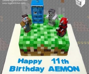 Doctor Who/Minecraft Cake: It's Blockier on the Outside