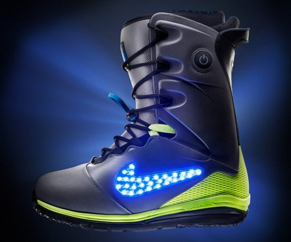 Nike LunarENDOR Quickstrike Snowboard Boot: Lights on!