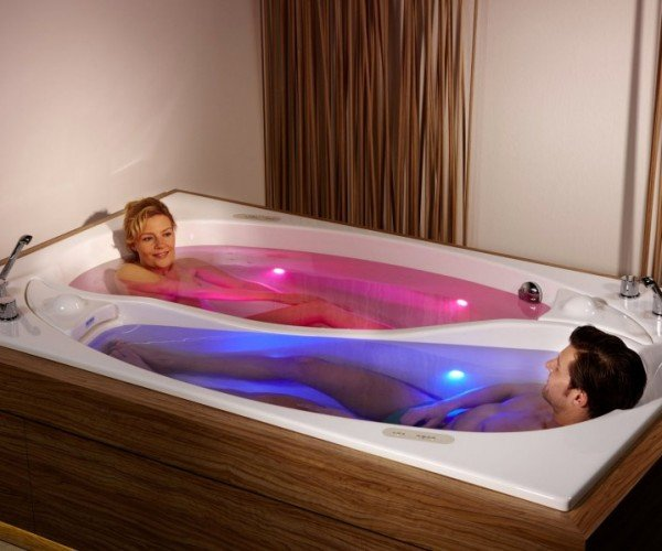 Yin Yang Bathtub for Couples Keeps You Close, but Not Too Close