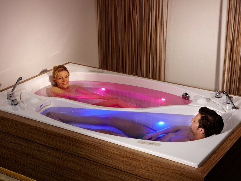 Yin Yang Bathtub for Couples Keeps You Close, but Not Too ...