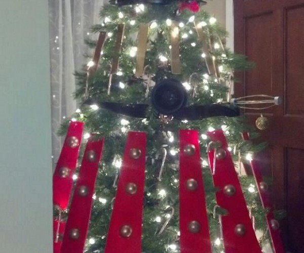 Dalek Christmas Tree: Decorate! Decorate!