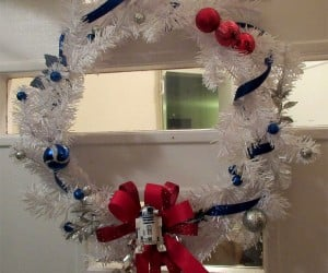 R2-D2 Christmas Wreath: Astromech the Halls