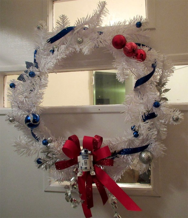 r2 d2 wreath 1 620x716