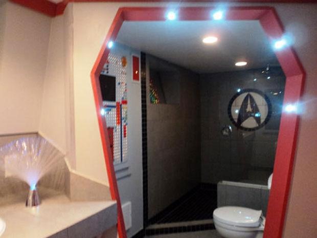 Trekkie Decorates Entire House In Star Trek Theme Home