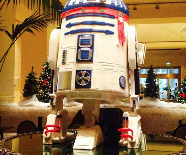 Life-sized White Chocolate R2-D2 Is the Ultimate Gastro-mech Droid