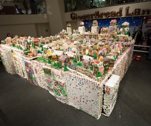 World's Largest Gingerbread Village Looks Delicious