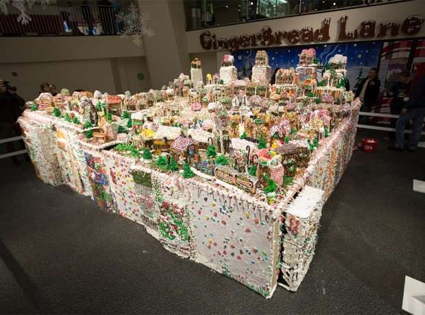 worlds largest gingerbread house 620x459