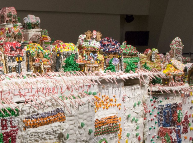worlds_largest_gingerbread_house_3