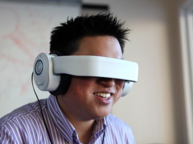 avegant-glyph-beta-head-mounted-display-headphones