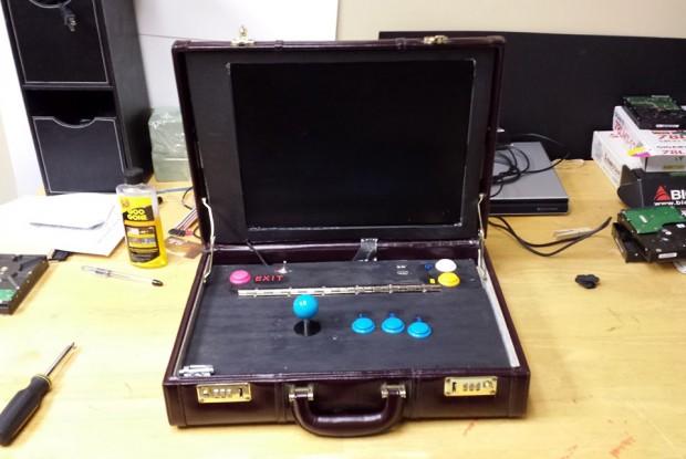briefcase-arcade-machine-by-travis-reynolds-2