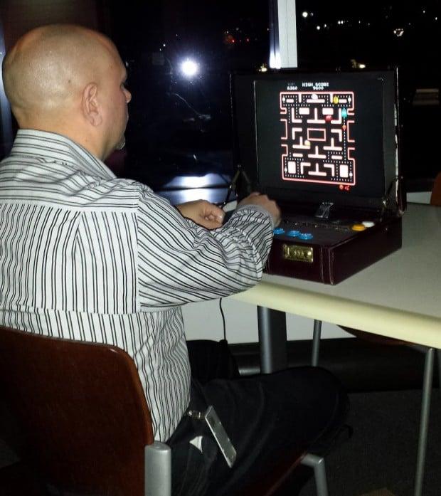 briefcase-arcade-machine-by-travis-reynolds-4