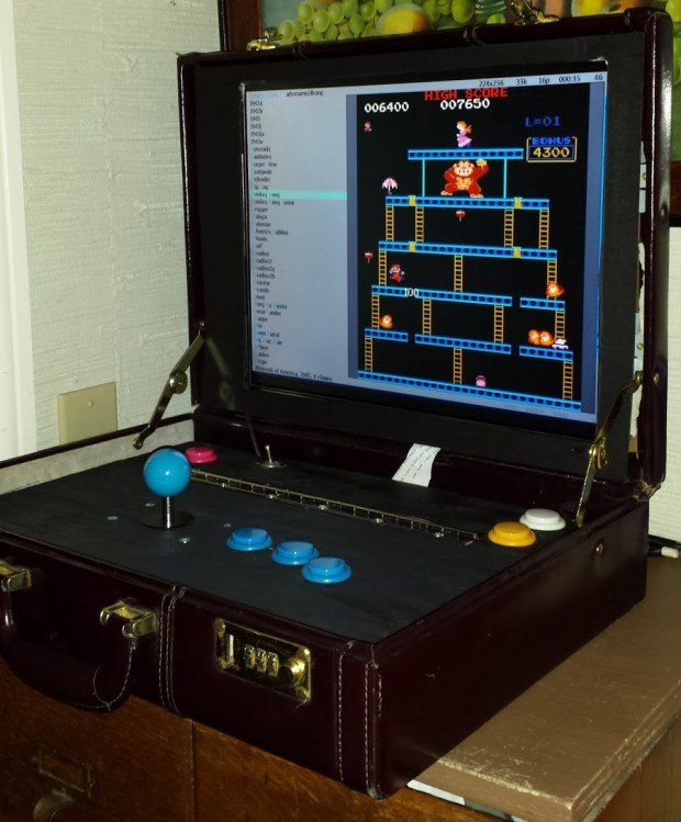 briefcase arcade machine by travis reynolds 620x749