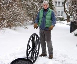 Wheeled Snow Shovel Looks Like a Winner