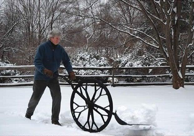 snow shovel1