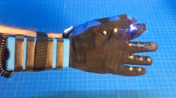stun-glove-by-greek-gadget-guru
