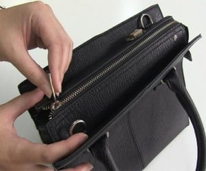 iBag Seals Shut, Sends Alert When You're on the Brink of Overspending
