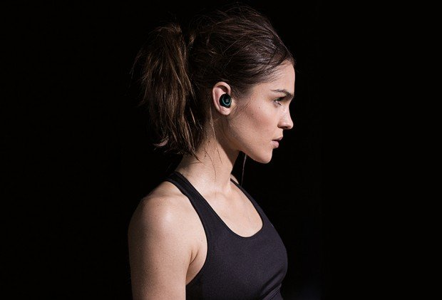 dash wireless headphones headset fitness tracker 3 620x421