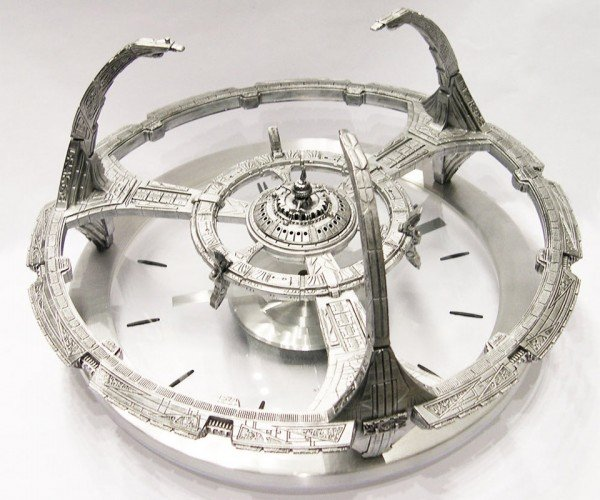 Star Trek Deep Space Nine Clock: Tell Time in the Alpha Quadrant