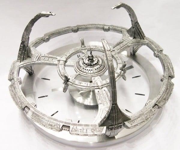 Star Trek Deep Space Nine Clock: Tell Time in the Alpha Quadrant