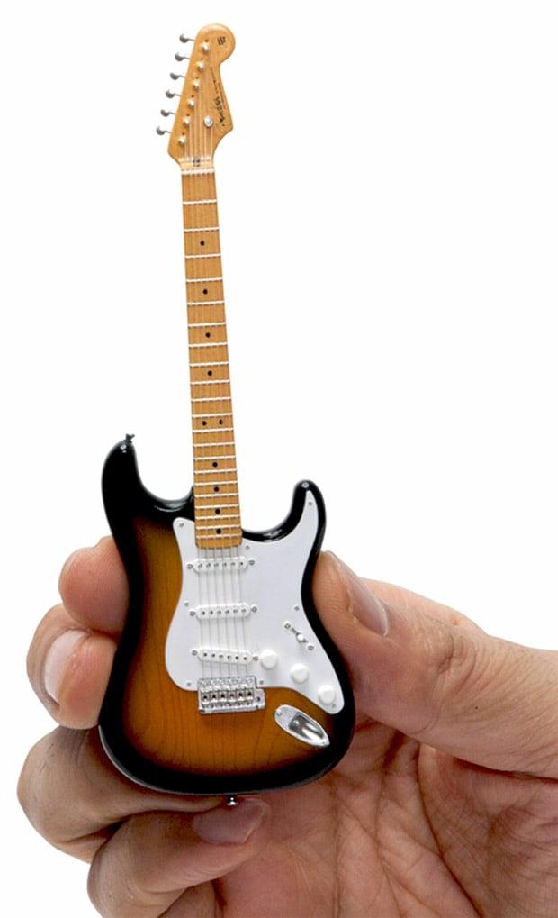 tiny guitars are finger pluckin 39 insane technabob. Black Bedroom Furniture Sets. Home Design Ideas