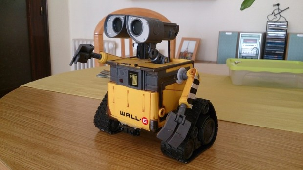 wall e toy mod by diy makers 620x348