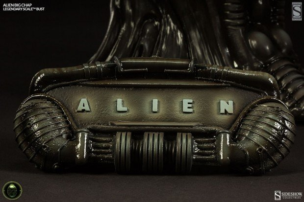 alien legendary scale big chap bust by sideshow collectibles 6 620x413