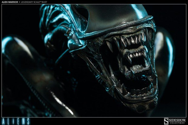 alien legendary scale warrior bust by sideshow collectibles 3 620x413