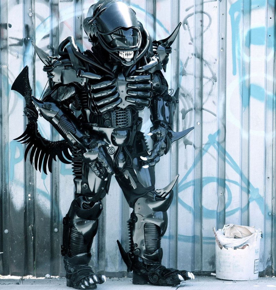 Alien Xenomorph Cosplay Has One Mouth But Two Heads & Alien Cosplay Costume - Meningrey