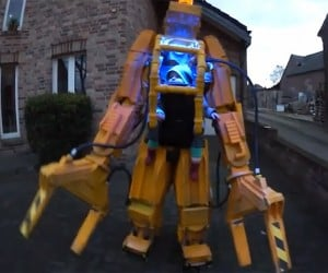 Aliens Baby Power Loader Costume: Get Away from Her, You Poopypants!