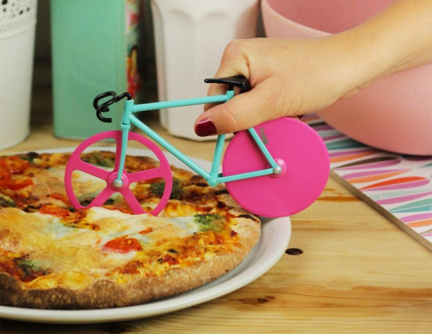 bike_wheel_pizza_cutter_2